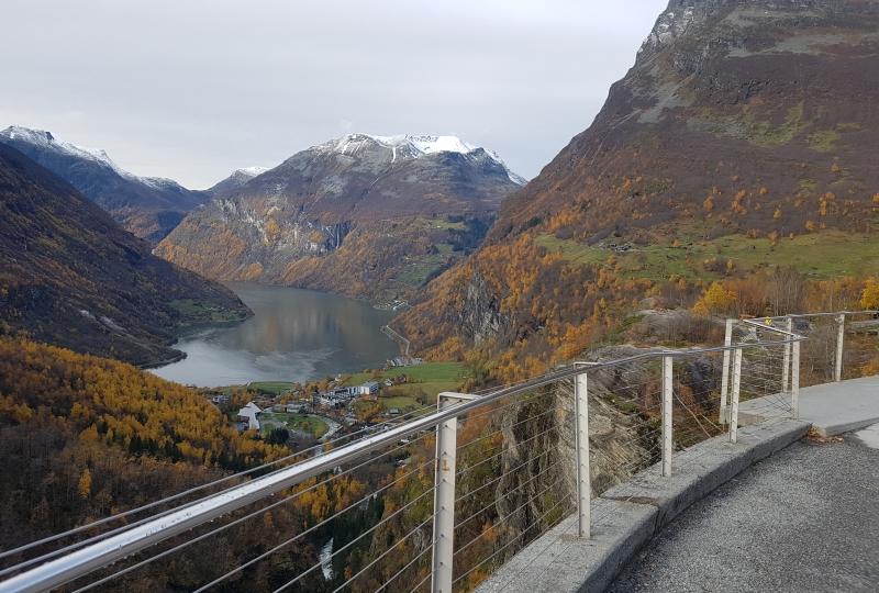 Bilde av Geuranger tatt frå utkikkspost