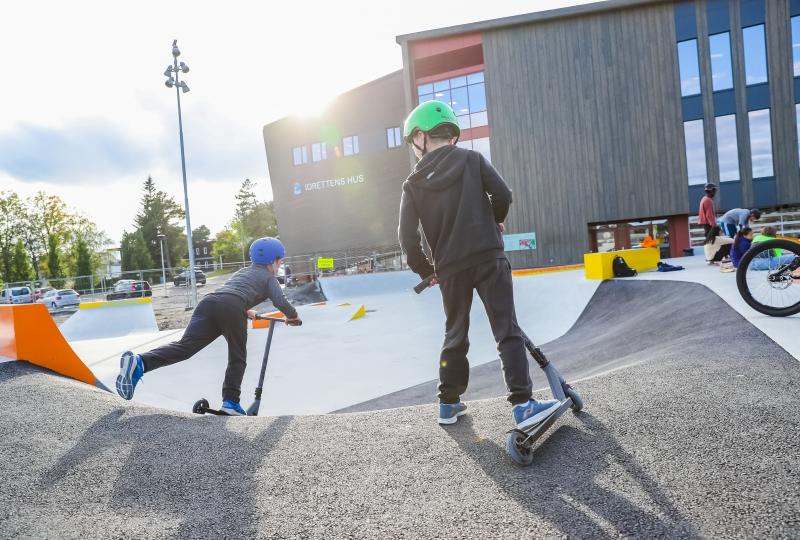 Gutar ved skatepark Idrettens hus Molde