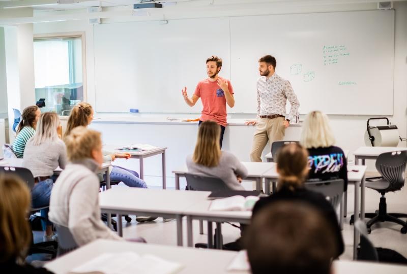 Elever i klasserom på vidaregåande skole