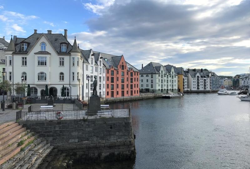 Viser Ålesund ved Brosundet